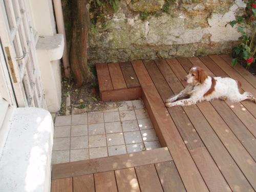 comment construire la terrasse en bois si le seuil de la baie est trop bas. Black Bedroom Furniture Sets. Home Design Ideas