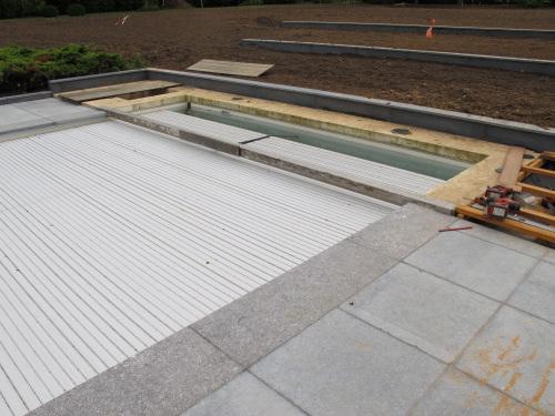 Terrasse en bois piscine - Protection piscine volet roulant ...