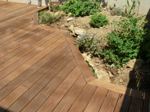 terrasse en bois en ip sur pilotis. Black Bedroom Furniture Sets. Home Design Ideas