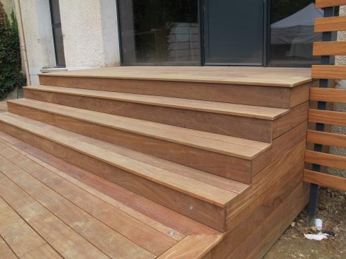 Construction dun escalier en bois pour terrasse