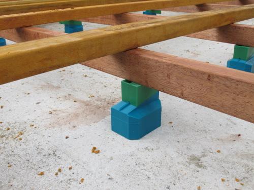 Lambourdes en bois exotiques et en bois lamell coll - Cale plastique pour terrasse bois ...