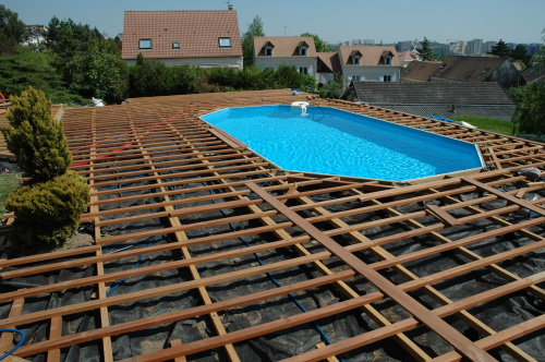 Terrasse en bois piscine for Structure piscine bois