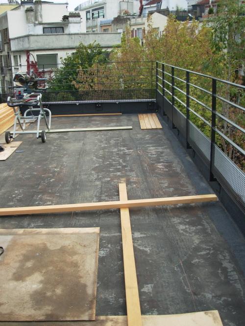 Caillebotis en teck pour toit terrasse for Etancheite terrasse sur garage