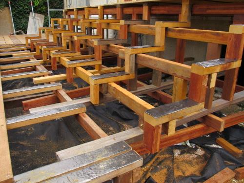 construction d 39 un escalier en bois pour terrasse. Black Bedroom Furniture Sets. Home Design Ideas
