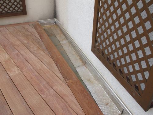 terrasse en bois sur rev tement tanche bitumeux et bandes solin. Black Bedroom Furniture Sets. Home Design Ideas