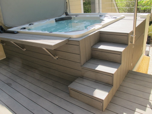 deck de piscine ou terrasse en bois exotique autour d 39 une piscine. Black Bedroom Furniture Sets. Home Design Ideas