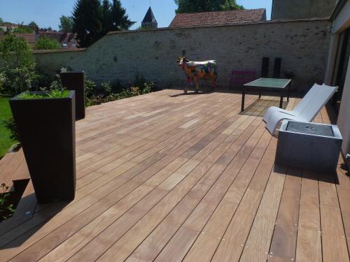 Photo 4  la grande terrasse en bois, dagrément, lames larges avec