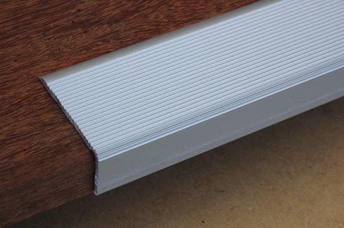 garten moy systemes antiderapants pour terrasses en bois et surfaces glissantes. Black Bedroom Furniture Sets. Home Design Ideas