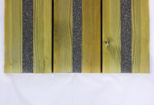 Lame de terrasse en bois non glissante