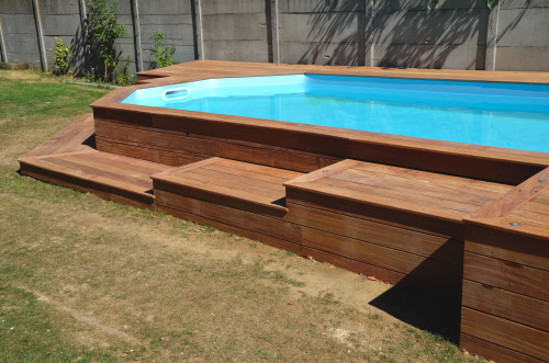 terrasse en bois autour d 39 une piscine. Black Bedroom Furniture Sets. Home Design Ideas