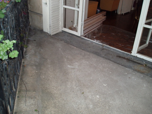 Beton brut sol top mlange de bton brut et plafond en bois for Carrelage urban grey