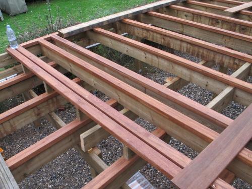 terrasse bois lambourdes diverses id es de conception de patio en bois pour votre. Black Bedroom Furniture Sets. Home Design Ideas