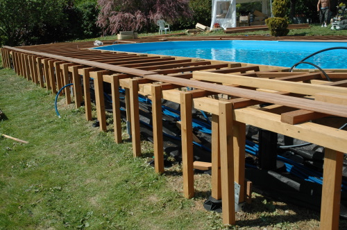 Terrasse en bois piscine for Local technique en bois pour piscine