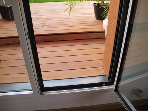 r alisation d 39 une terrasse en bois avec marches. Black Bedroom Furniture Sets. Home Design Ideas
