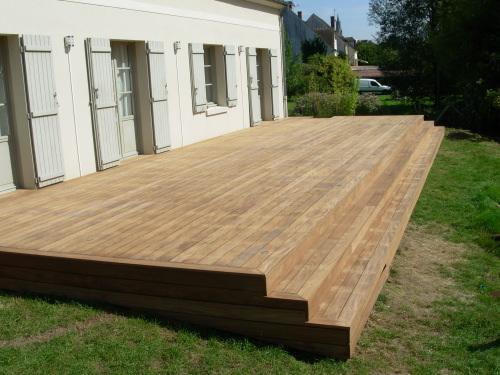 Réaliser un escalier sur toute la longueur de ma terrasse bois