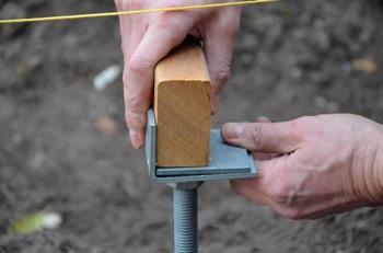 Vis de fondation r glable pour cr er une terrasse en bois - Fixation lambourde terrasse bois ...