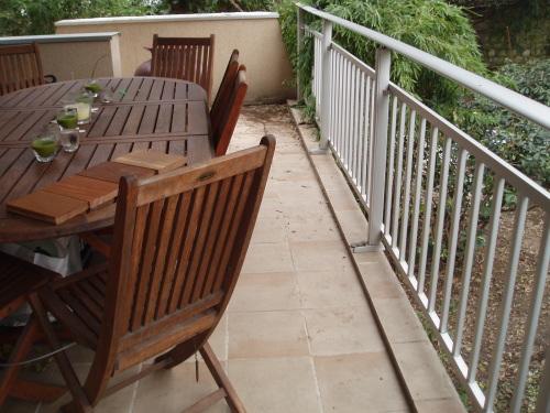 refaire un escalier en lames de terrasses bois. Black Bedroom Furniture Sets. Home Design Ideas
