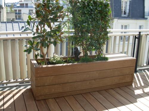 Terrasse en lattes de bois Jardinieres exterieures