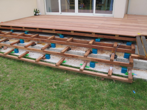 Terrasse en cumaru avec escalier int gr for Fabriquer une marche en bois