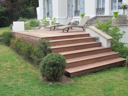 habillage d 39 escalier avec des lames de terrasse en padouk. Black Bedroom Furniture Sets. Home Design Ideas