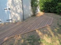 Terrasses en pin classe 4 ou ip sur terre terrain naturel for Poser une terrasse en bois sur gazon
