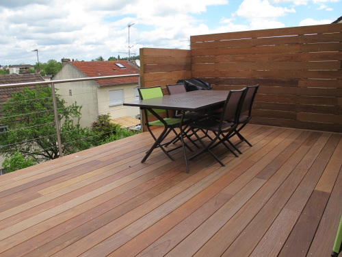 construction terrasse en bois sur pilotis avec escalier. Black Bedroom Furniture Sets. Home Design Ideas