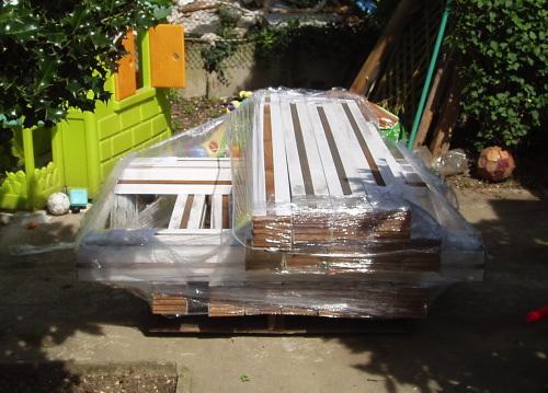 Les lames de terrasse en teck avaient été livrées au début