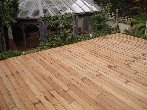 PHOTO 20 Harmonie entre la terrasse bois et la véranda grise
